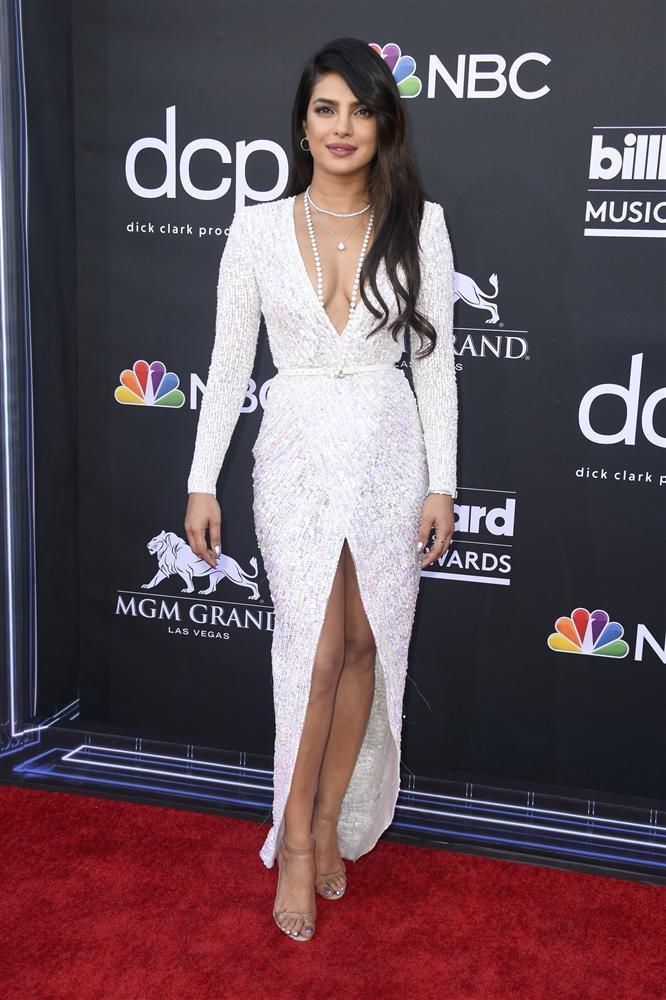 Thảm đỏ Billboard Music Awards 2019: Taylor Swift sến sẩm, BTS bảnh bao, sao Avengers tỏa sáng với đầm của NTK Việt-4