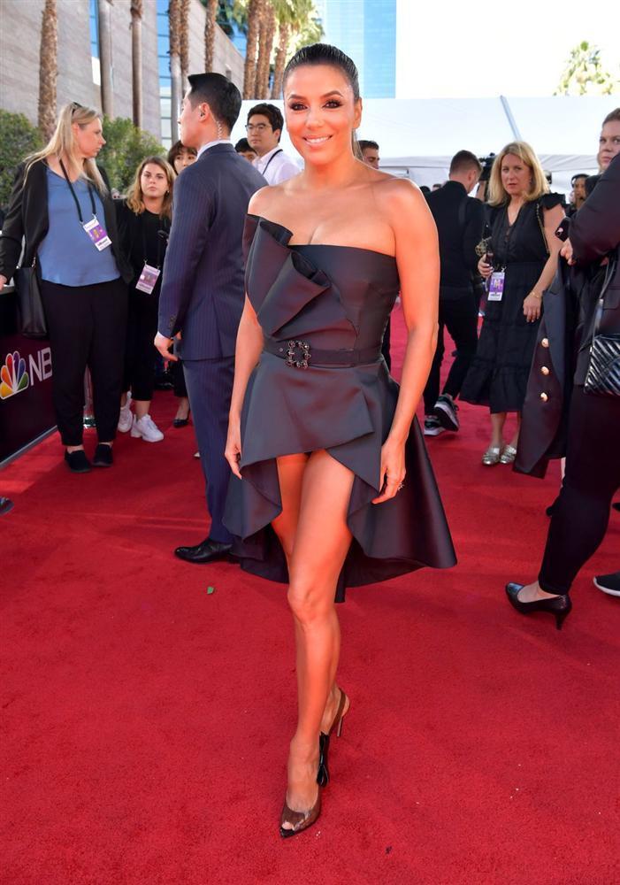 Thảm đỏ Billboard Music Awards 2019: Taylor Swift sến sẩm, BTS bảnh bao, sao Avengers tỏa sáng với đầm của NTK Việt-12