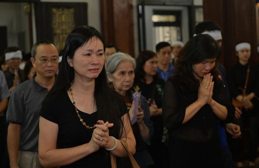 Xuân Bắc và nghệ sĩ nhà hát viếng đồng nghiệp vụ tai nạn hầm Kim Liên-3