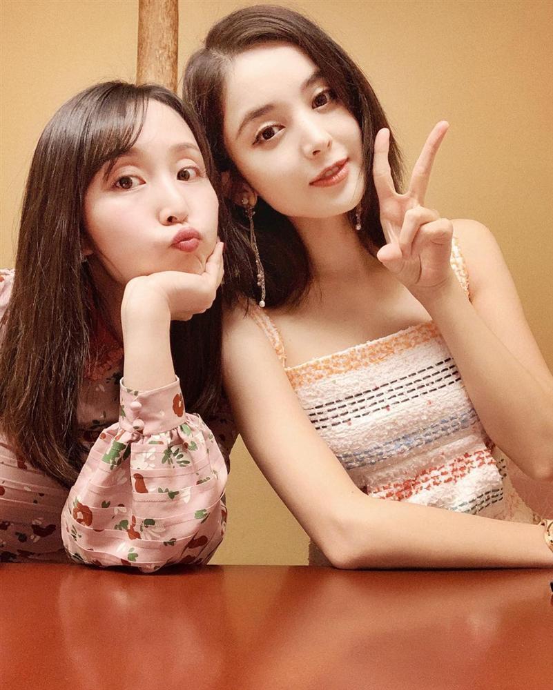 Đón sinh nhật 27 tuổi nhẹ nhàng bên chị gái, Cổ Lực Na Trát khoe nhan sắc xinh đẹp không tì vết-8