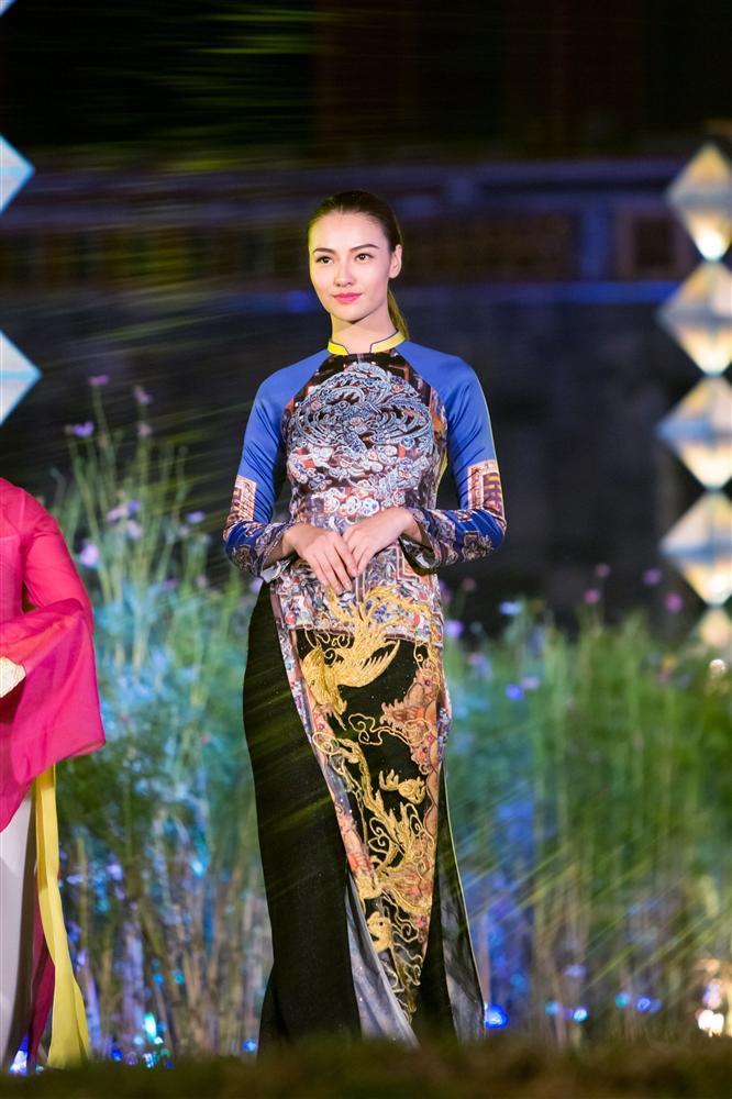 Gái hư Hồng Quế nền nã đến lạ trong tà áo dài lấy cảm hứng từ văn hóa triều Nguyễn-1
