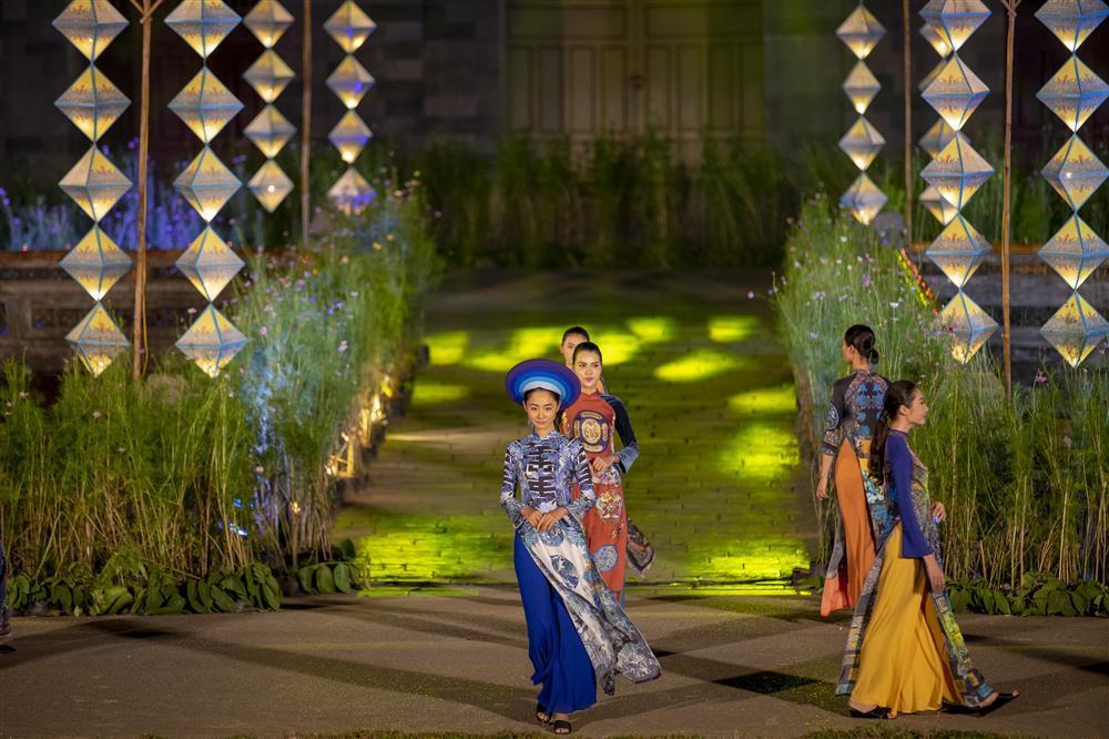 Gái hư Hồng Quế nền nã đến lạ trong tà áo dài lấy cảm hứng từ văn hóa triều Nguyễn-4