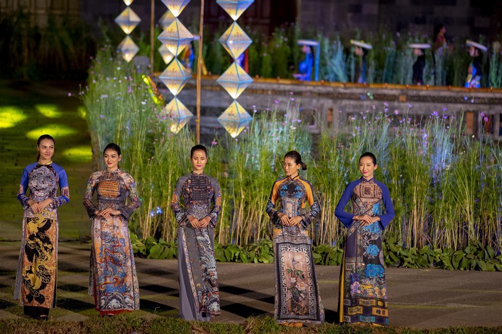 Gái hư Hồng Quế nền nã đến lạ trong tà áo dài lấy cảm hứng từ văn hóa triều Nguyễn-7