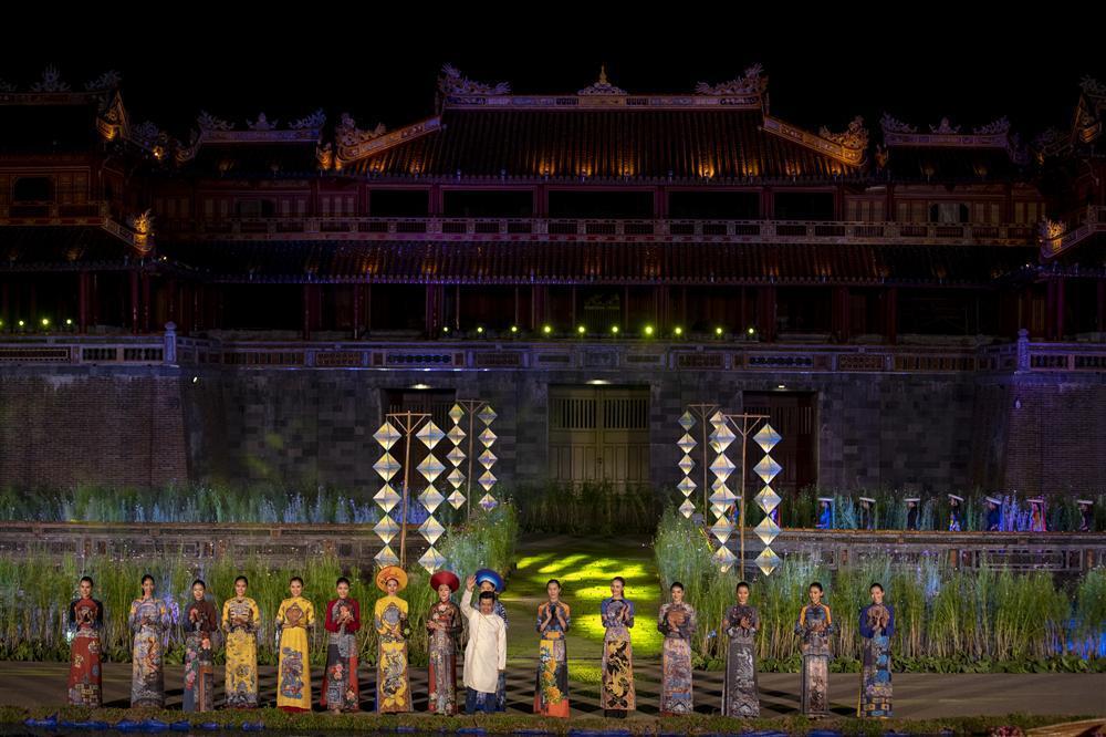 Gái hư Hồng Quế nền nã đến lạ trong tà áo dài lấy cảm hứng từ văn hóa triều Nguyễn-8
