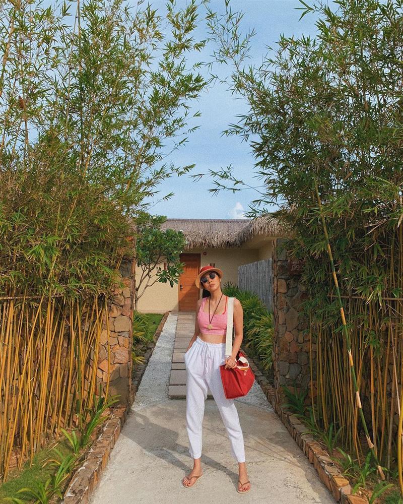 STREET STYLE nghỉ lễ: Angela Phương Trinh, Đặng Thu Thảo kín như bưng giữa dàn mỹ nhân diện bikini bốc lửa-6