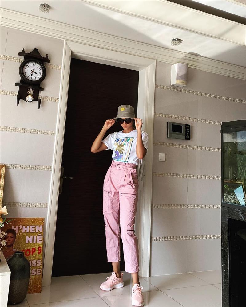 STREET STYLE nghỉ lễ: Angela Phương Trinh, Đặng Thu Thảo kín như bưng giữa dàn mỹ nhân diện bikini bốc lửa-9