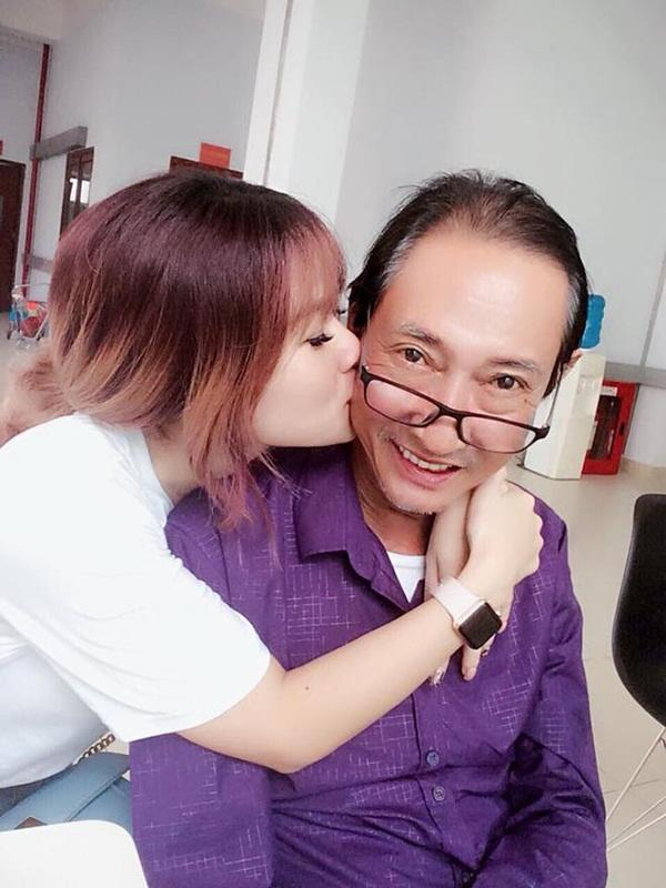 Một ngày sau khi ba qua đời, con gái cố nghệ sĩ Lê Bình nghẹn ngào: Con nhớ ba-3