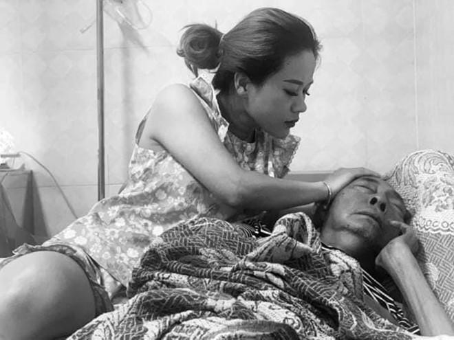 Một ngày sau khi ba qua đời, con gái cố nghệ sĩ Lê Bình nghẹn ngào: Con nhớ ba-4