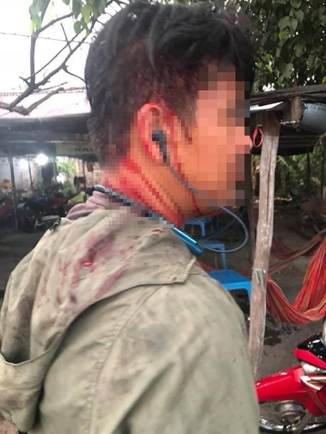Chặt chém rồi đánh khách chảy máu đầu, quán ăn ở Long An bị đập phá-1