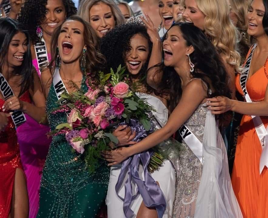 Hoàng Thùy gặp đối thủ cực mạnh tại Miss Universe 2019: Vẻ đẹp diva, cơ bụng 6 múi và khối óc tuyệt vời-5