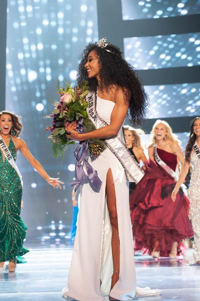 Hoàng Thùy gặp đối thủ cực mạnh tại Miss Universe 2019: Vẻ đẹp diva, cơ bụng 6 múi và khối óc tuyệt vời-2