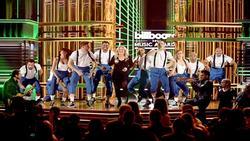 Ca sĩ khiến fan lo sốt vó vì nhập viện mổ ruột thừa khẩn cấp sau khi biểu diễn tại Billboard