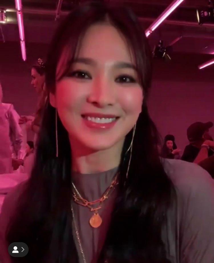 Song Hye Kyo đẹp lộng lẫy đi sự kiện nhưng nhẫn cưới đã không cánh mà bay-2