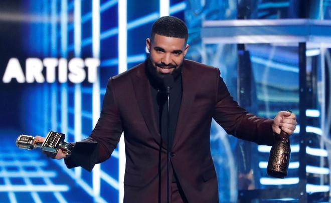 Loạt khoảnh khắc khó quên tại lễ trao giải Billboard Music Awards-4