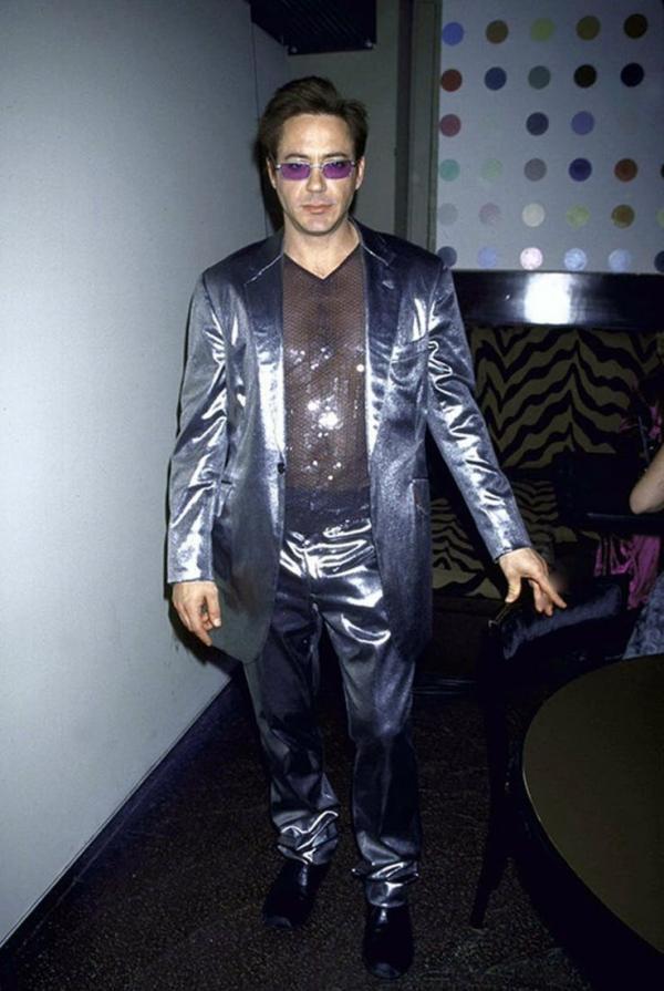 Hoa mắt với thời trang ngoài đời của Iron Man Robert Downey Jr: đố ai tìm được màu nào chú đây chưa thử?-2