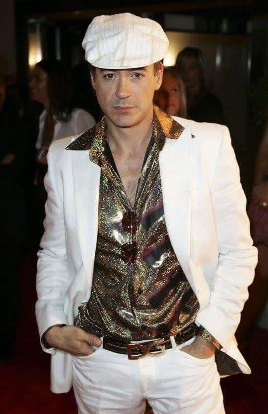 Hoa mắt với thời trang ngoài đời của Iron Man Robert Downey Jr: đố ai tìm được màu nào chú đây chưa thử?-3