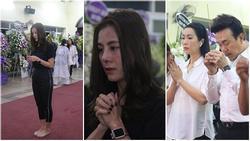 Nam Thư cẩn thận cởi giày thắp nhang vĩnh biệt nghệ sĩ Lê Bình trong đêm viếng cuối