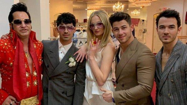 Bồ cũ của Taylor Swift làm đám cưới với bạn gái xinh đẹp ngay sau lễ trao giải Billboard 2019-2