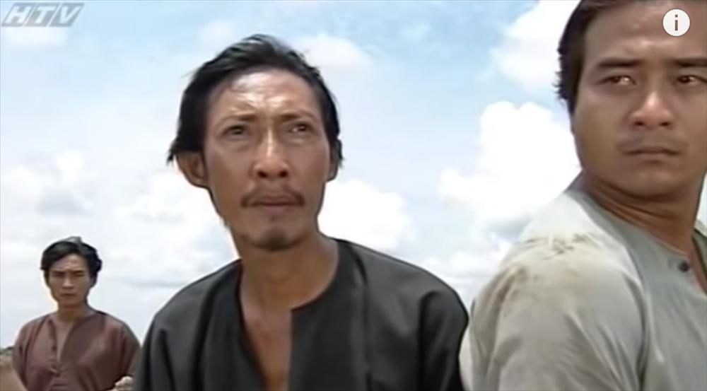 Bác Ba Phi Mạc Can giàn giụa nước mắt từ biệt Anh Tư Tại Lê Bình: Cậu ấy chỉ là đang dạo chơi ở thế giới khác mà thôi-1
