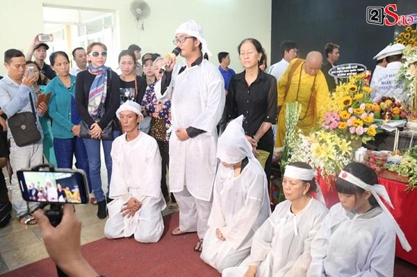 Vợ cũ và các con của cố nghệ sĩ Lê Bình xót xa nhìn linh cữu được đưa đi hỏa táng-3
