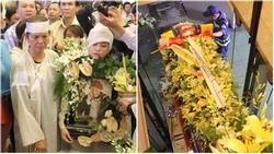Vợ cũ và các con của cố nghệ sĩ Lê Bình xót xa nhìn linh cữu được đưa đi hỏa táng