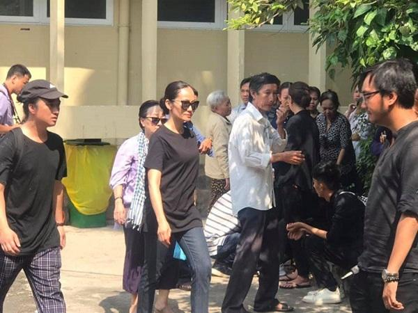 Đám tang vãn người, diễn viên Hạnh Thúy vẫn nán lại tiễn linh cữu nghệ sĩ Lê Bình vào phòng hỏa thiêu-2