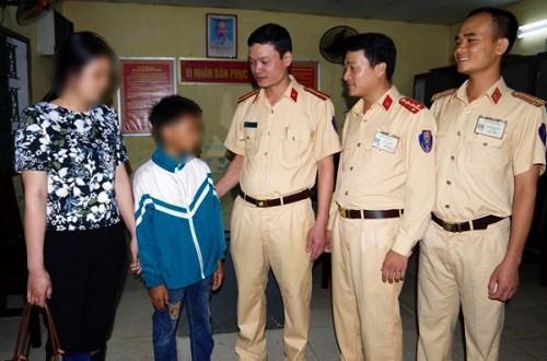Bé trai 11 tuổi bị lạc khi đạp xe từ Nam Định lên Hà Nội tìm mẹ-1