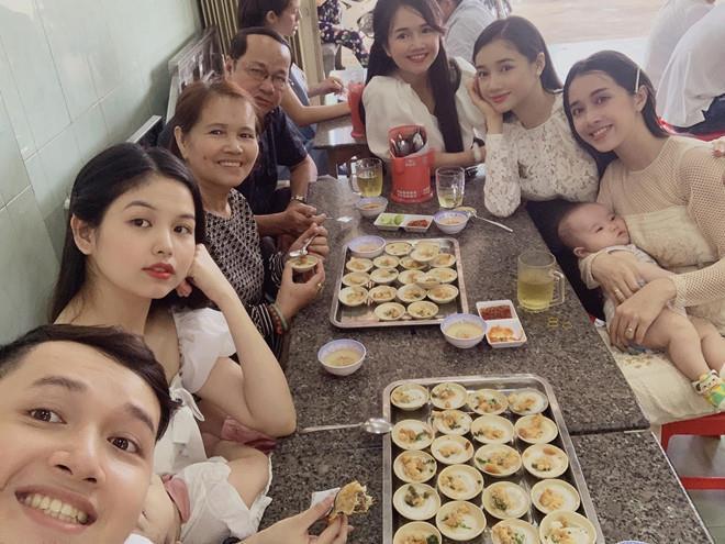 Những cặp chị em gái được khen ngợi về nhan sắc của showbiz Việt-1