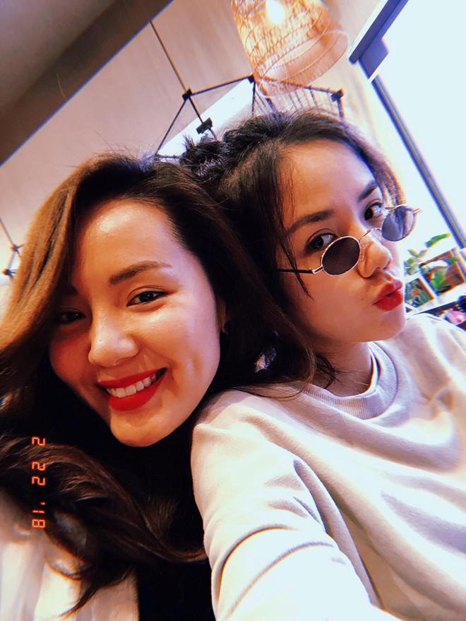 Những cặp chị em gái được khen ngợi về nhan sắc của showbiz Việt-7