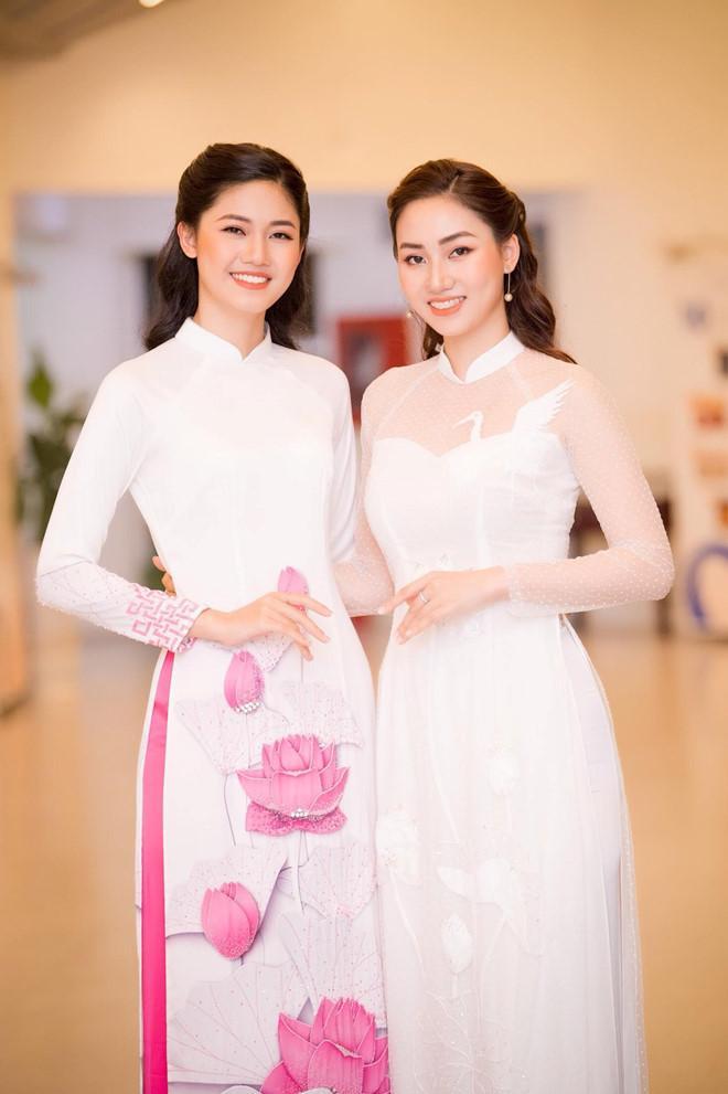 Những cặp chị em gái được khen ngợi về nhan sắc của showbiz Việt-3