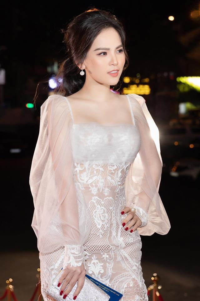 Thánh nữ Mì Gõ Phi Huyền Trang nổi danh là mỹ nhân đam mê đồ xuyên thấu với phong cách gợi cảm đến nao lòng-3