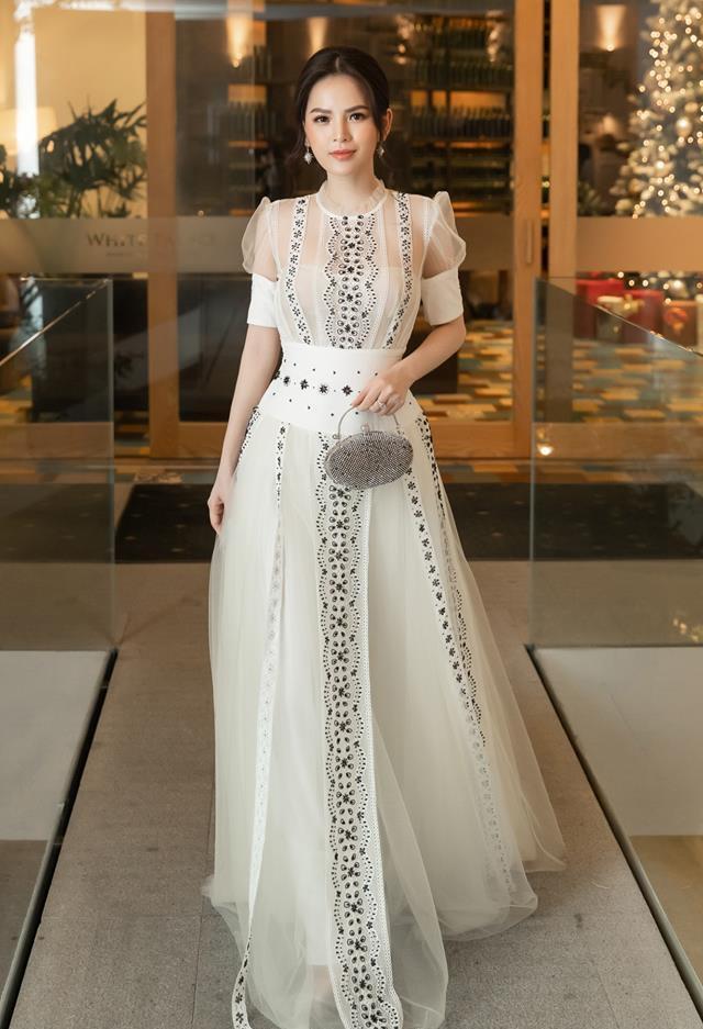 Thánh nữ Mì Gõ Phi Huyền Trang nổi danh là mỹ nhân đam mê đồ xuyên thấu với phong cách gợi cảm đến nao lòng-4