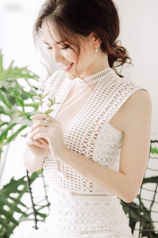 Thánh nữ Mì Gõ Phi Huyền Trang nổi danh là mỹ nhân đam mê đồ xuyên thấu với phong cách gợi cảm đến nao lòng-6