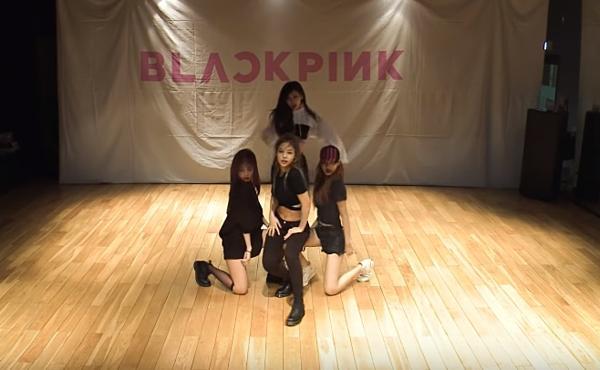 Jennie gây cười khi tự ý thay đổi vũ đạo của Black Pink-1