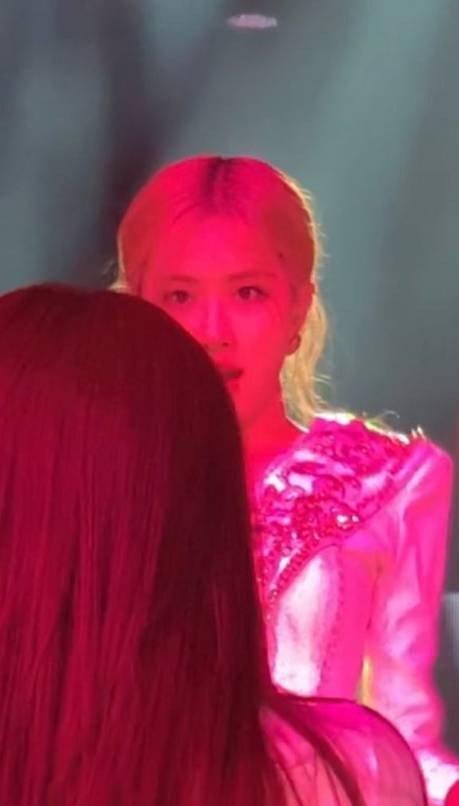 Jennie gây cười khi tự ý thay đổi vũ đạo của Black Pink-5