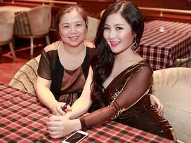 Mẹ Hương Tràm đính chính tin con gái tạm ngừng ca hát