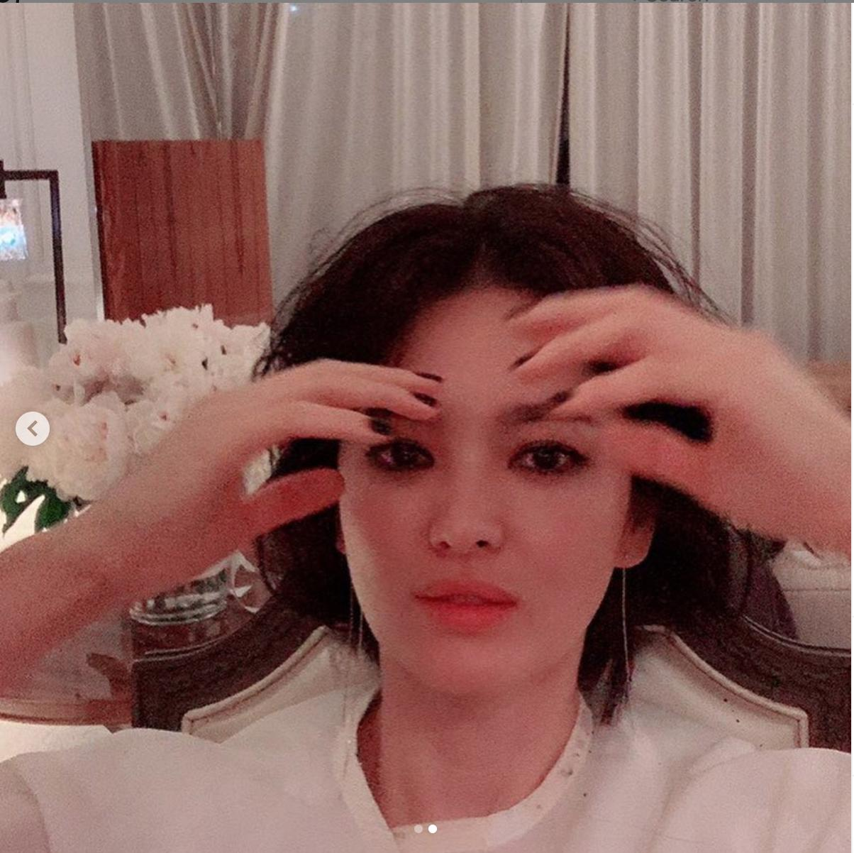 Hết hồn với hình ảnh đầu xù tóc rối của Song Hye Kyo-2