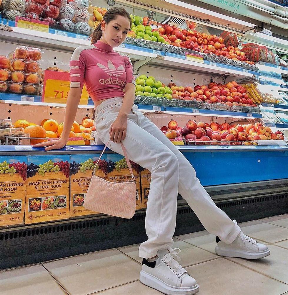 Cửa hàng tiện lợi, siêu thị thành background chất lừ cho hội sống ảo-4