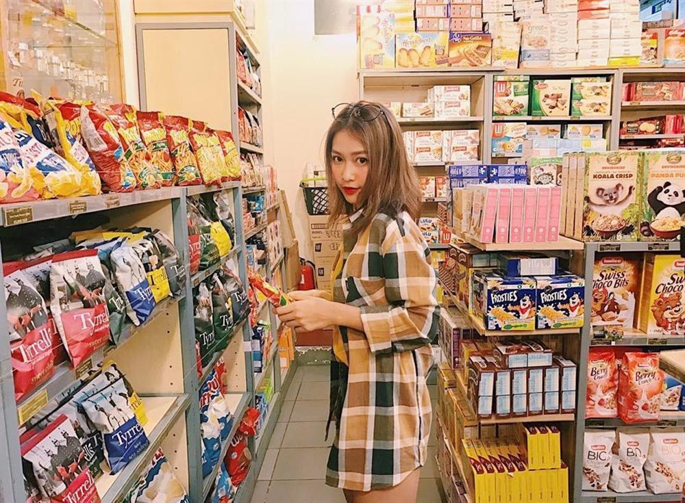 Cửa hàng tiện lợi, siêu thị thành background chất lừ cho hội sống ảo-5