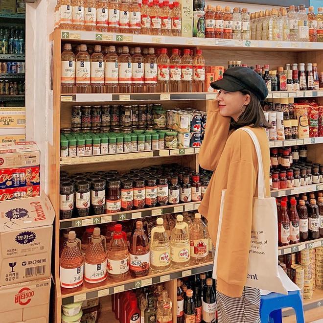 Cửa hàng tiện lợi, siêu thị thành background chất lừ cho hội sống ảo-6