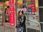 Cửa hàng tiện lợi, siêu thị thành background chất lừ cho hội 'sống ảo'