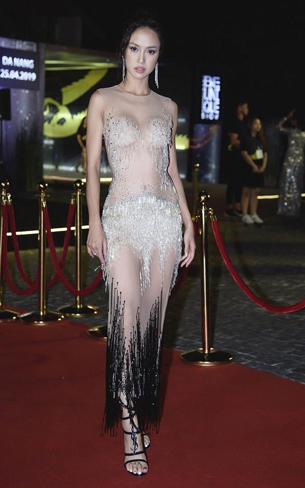 SAO MẶC XẤU: Hương Giang lộ bụng to tướng - Khổng Tú Quỳnh xuề xòa mặc váy ngủ dự sự kiện-3