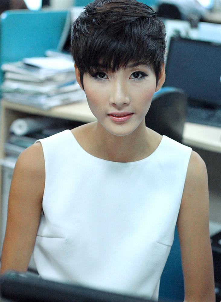 SHOCK: Hoàng Thùy quyết định cắt tóc ngắn y chang HHen Niê để chinh chiến Miss Universe 2019?-8
