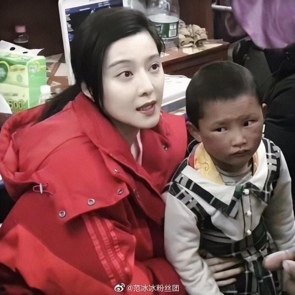 Ngày thứ 2 thiện nguyện ở Tây Tạng, Phạm Băng Băng phải thở oxy vì thời tiết-11