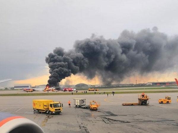 Máy bay Nga cháy rừng rực, ít nhất 41 người thiệt mạng-1