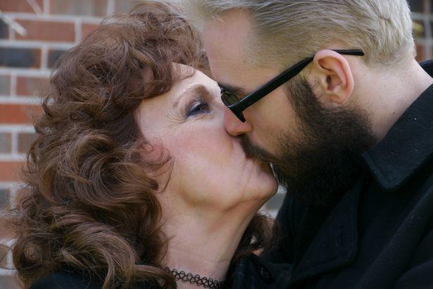 Chàng trai 19 yêu say đắm cụ bà 72 tuổi và đêm tân hôn đáng nhớ-2
