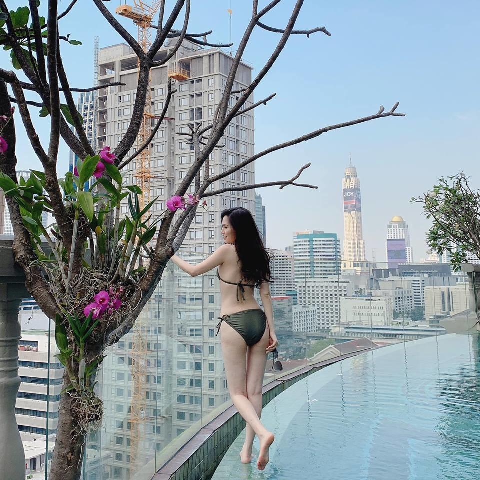 Thánh nữ Mì Gõ bị nghi lộ clip nóng Phi Huyền Trang từng có thời ngực xẹp lép trước khi sở hữu body bốc lửa-5