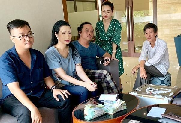 Gia đình nghệ sĩ Lê Bình từ thiện gần 300 triệu đồng tiền phúng điếu-1