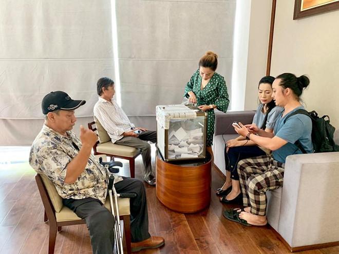 Gia đình nghệ sĩ Lê Bình từ thiện gần 300 triệu đồng tiền phúng điếu-2