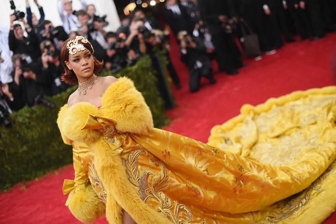 Câu chuyện đằng sau những bộ trang phục hoành tráng tại Met Gala-1